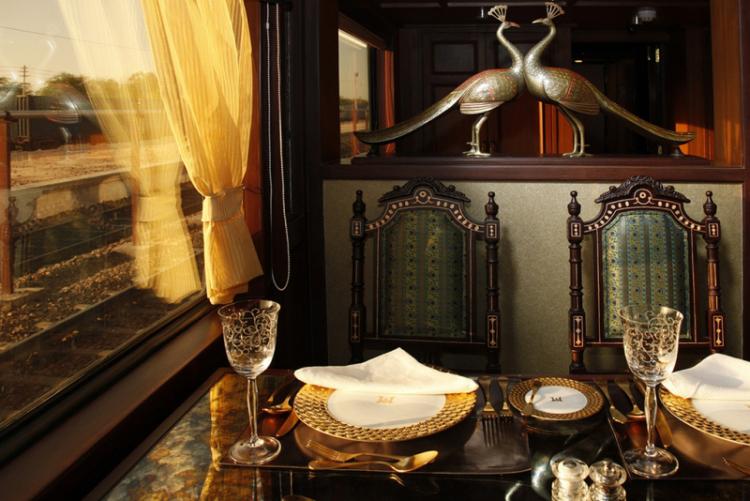 maharajas-express-luxury-train-india-restaurant-3-1