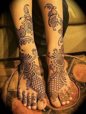 Beautiful-Mehndi-Designs-2016-for-Feet-520x694